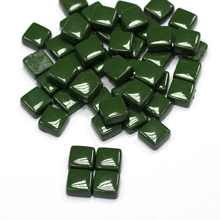 Мозаика стеклянно-керамическая Craft Premier Темно-зеленый, 1 см х 1 см, 100 гSS44Мозаика - вид творчества, который существует уже очень давно. Мозаику использовали еще в древности. И в наше время мозаика остается очень популярной. Стекло - один из самых доступных материалов для изготовления художественной мозаики, устойчива к влаге, бытовым чистящим средствам, перепадам температур. Мозаика - увлекательное и прекрасное занятие. Вы получите истинное удовольствие от погружения в процесс творчества и созданные своими руками картины украсят интерьер вашего дома или станут прекрасным подарком. Прекрасно развивает художественный вкус, аккуратность и внимание. Набор предназначен для детей от 5 лет и взрослых.
