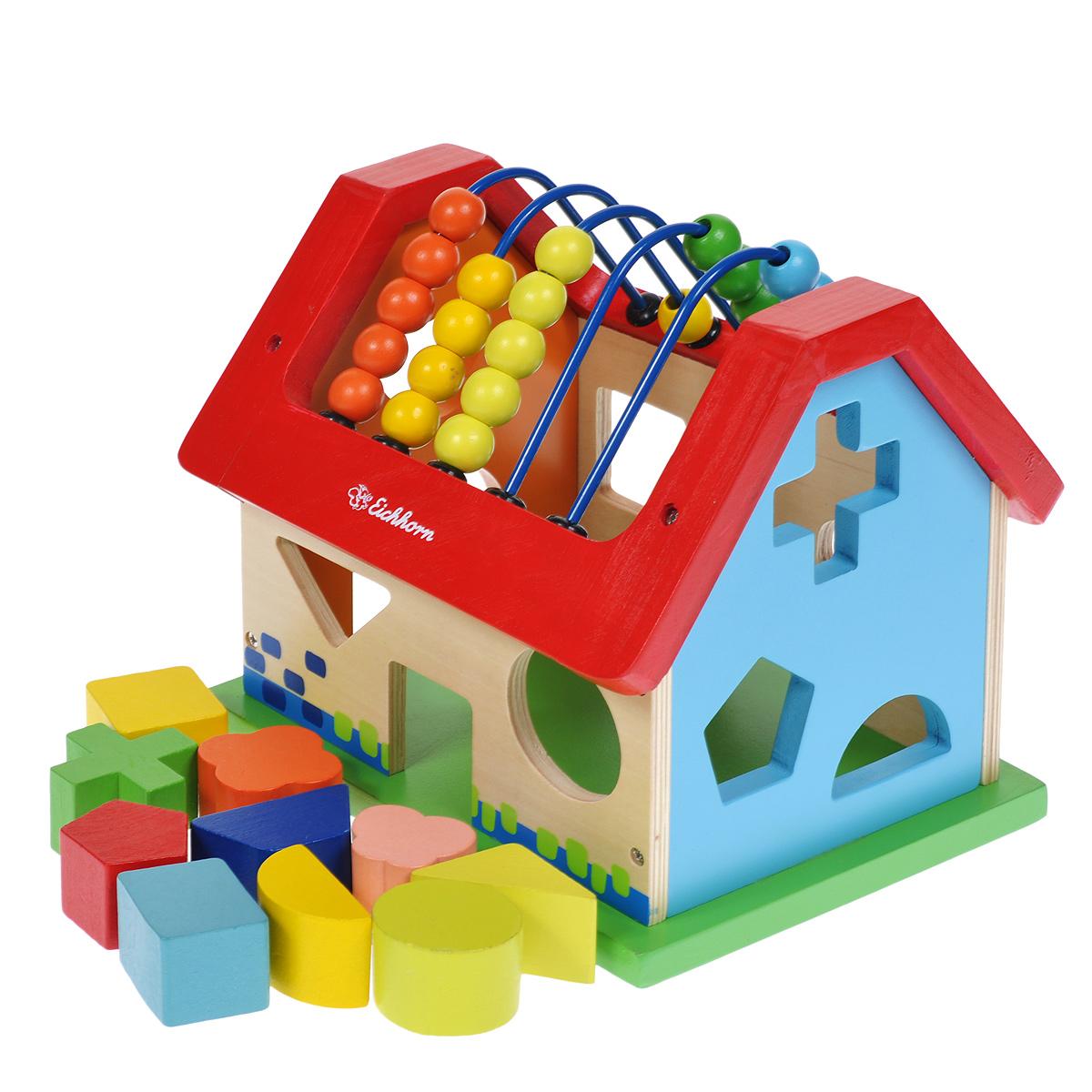 Simba Развивающая игрушка-сортер Eichhorn Домик2094Развивающая игрушка-сортер Eichhorn Домик непременно понравится вашему малышу и надолго займет его внимание. Сортер выполнен в виде домика, на стенках которого имеются отверстия в виде различных геометрических фигур. Задача малыша состоит в том, чтобы опустить фигурки, входящие в комплект, в соответствующие им отверстия. После того, как все фигурки окажутся внутри игрушки, их можно достать через дверцу домика. На крыше сортера расположены счеты с разноцветными бусинками. Ребенок сможет их просто передвигать или с их помощью осваивать счет. Элементы сортера выполнены из натурального дерева и покрашены безопасными красками. Игрушка-сортер Домик способствует развитию у малыша мелкой моторики рук, координации движений, знакомит с понятиями цвета, формы и размера предмета.