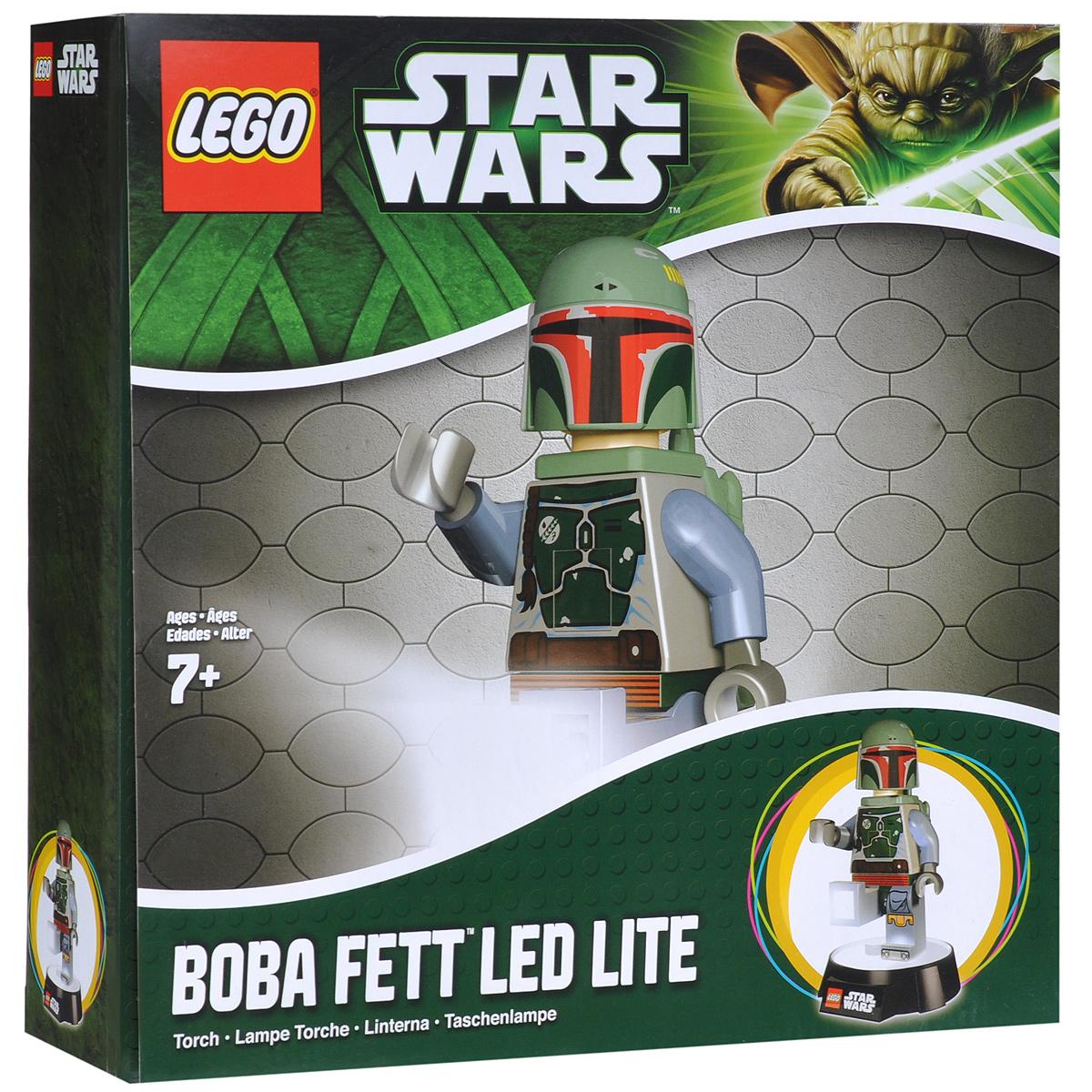 LEGO: Фонарик-ночник Star Wars: Boba Fett LGL-TOB8LGL-TOB8Фонарик-ночник LEGO Star Wars Boba Fett - обязательный атрибут детской комнаты. Его мягкий свет успокаивающе действует на малышей, которые боятся темноты, не напрягая детские глазки и не создавая излишнего светового излучения. При этом его света достаточно, чтобы легко ориентироваться в темноте. Ночник выполнен в виде фигурки героя фильма Звездные Войны Бобы Фетта с реактивным ранцем за спиной. Ночник автоматически отключается через 30 минут. Фигурка снимается со светящейся базы, благодаря чему ее можно использовать как фонарик. Включается нажатием кнопки на груди. Фигурка питается от 3 батареек АА.
