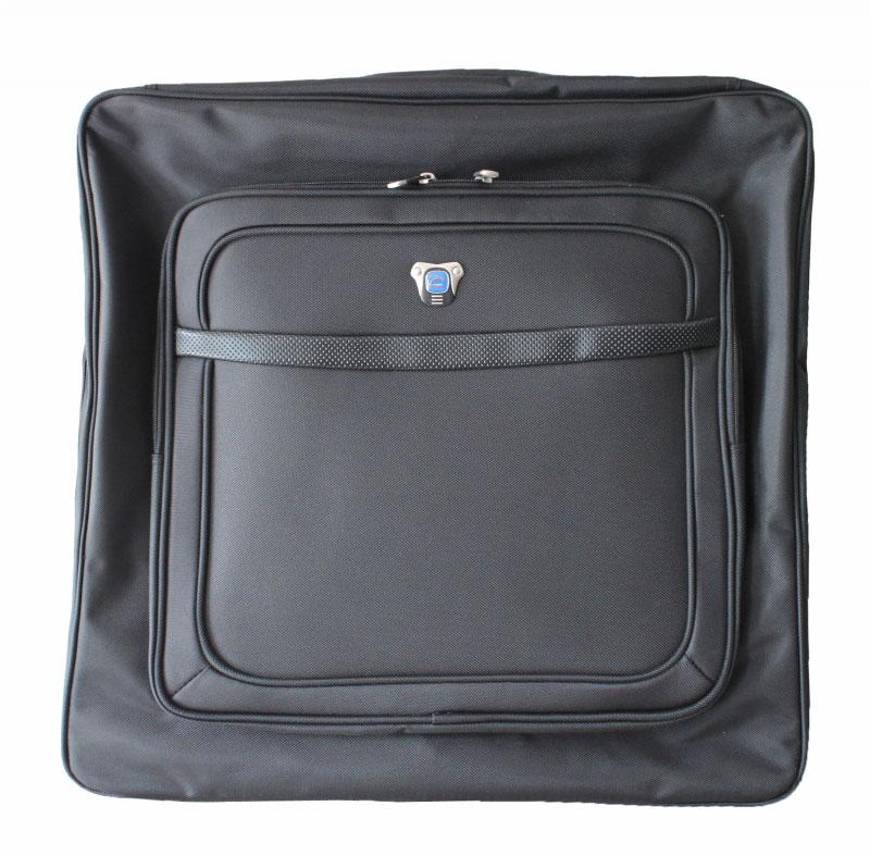 """Портплед Cavalet, 38 л, 660-99, черный660-99 blackПортплед """"Cavalet"""" представляет собой дорожный чехол, предназначенный для транспортировки костюмов или комплектов одежды. Портплед имеет складную конструкцию, что позволяет избежать сминания и деформации одежды. Портплед """"Cavalet"""" выполнен из плотного нейлона с подкладкой из полиэстера и застегивается на двойную застежку-молнию. Внутри - отделение для хранения костюма на молнии, а также два небольших сетчатых кармашка на молниях и два дополнительных кармана для мелочей. Предусмотрены багажные ремни для фиксации. С внешней стороны на лицевой стенке расположен объемный карман на молнии, на задней стенке - вшитый карман на молнии. Портплед оснащен ручкой для переноски, предусмотрен металлический крючок для подвешивания. В комплекте съемный плечевой ремень. Характеристики: Размер портпледа: 60 см х 58 см х 11 см. Максимальная нагрузка: 30 кг."""