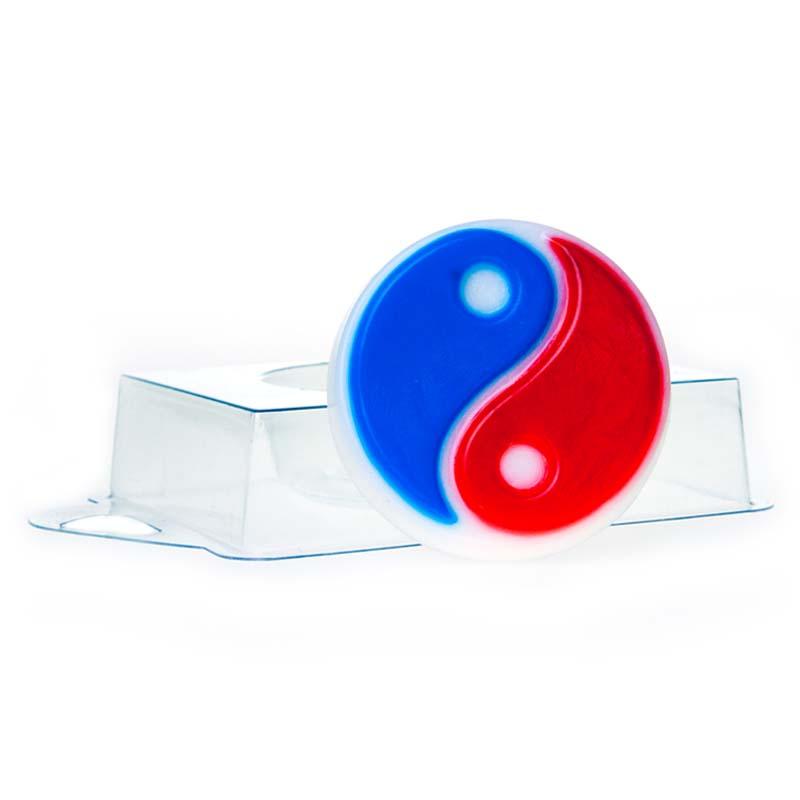 Форма пластиковая профессиональная Инь-Янь, 16 х 11 х 2,5 см2700770021523Пластиковая форма для мыла позволяет изготовить оригинальное и красивое мыло ручной работы. Она выдерживает температуру не более 70°С. Из пластиковых форм мыло вынуть не так сложно, как кажется на первый взгляд! Просто дайте мылу до конца высохнуть и аккуратно прижмите форму по бокам, а потом надавите сверху формы, чтобы воздух прошел в нее! Если у Вас не получается все же вынуть свое мыльце, то положите формочку с мылом в морозилку минут на 5, а потом подставьте формочку под горячую воду - мыло сразу выскочит!