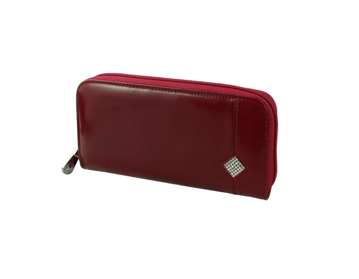 Портмоне женское Dimanche Гранат, цвет: бордовый. 135135Женское портмоне Dimanche Гранат выполнено из натуральной кожи бордового цвета и декорировано мелкими стразами, выстроенными в форме ромба. Закрывается портмоне на застежку-молнию. Внутри него находятся четыре отделения для купюр, отделение для мелочи на застежке-молнии, шесть кармашков для кредитных карт и визиток, по бокам - два больших кармана, один из которых закрывается на застежку-молнию. Портмоне Dimanche Гранат станет отличным подарком для человека, ценящего качественные и стильные вещи. Портмоне упаковано в фирменную подарочную коробку.