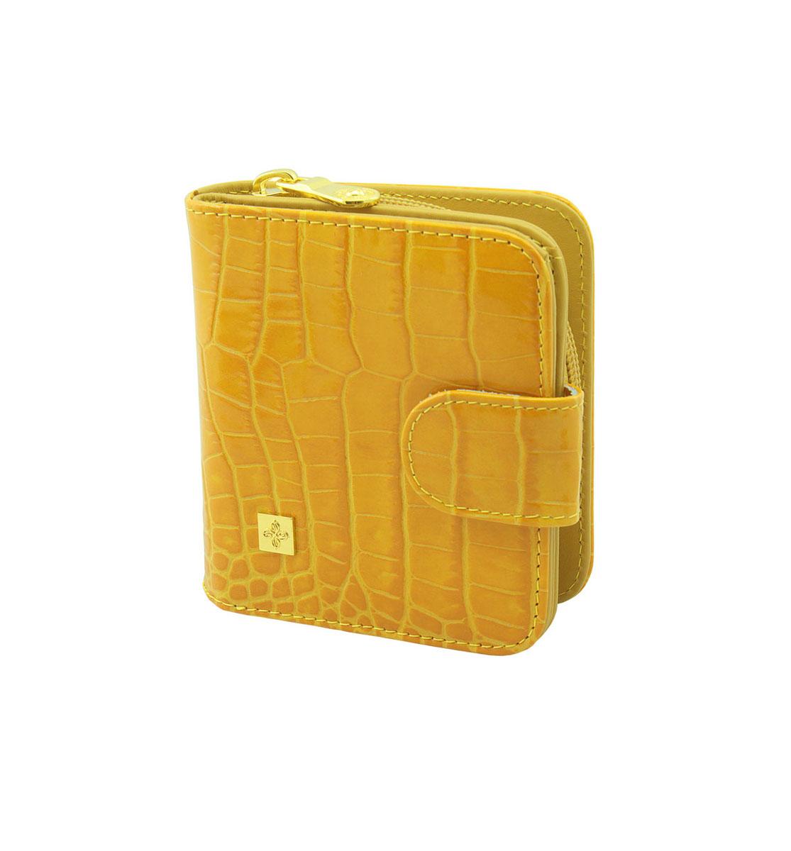 Кошелек женский Dimanche Янтарь, цвет: янтарный. 148148Женский кошелек Dimanche Янтарь выполнен из натуральной кожи янтарного цвета с тиснением под рептилию и оформлен декоративным элементом золотистого цвета. Состоит из двух отделений. В первом, закрывающемся на кнопку хлястиком, имеется два отделения для купюр и восемь кармашков для кредитных карт или визиток, два из которых - потайные. Второе отделение для мелочи закрывается на застежку-молнию, внутри содержится перегородка. Такой кошелек станет отличным подарком для человека, ценящего качественные и стильные вещи. Кошелек упакован в фирменную подарочную коробку.