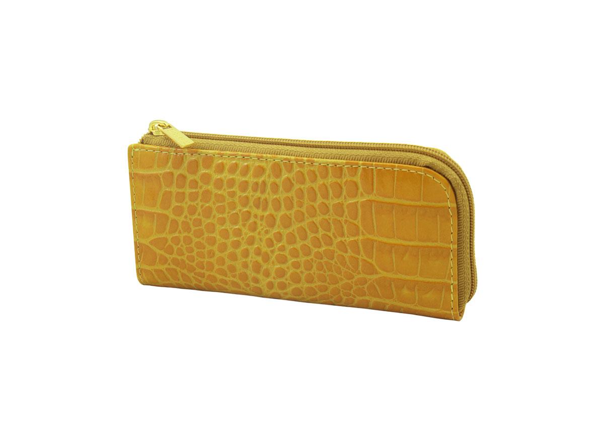 Ключница Dimanche Янтарь, цвет: янтарный. 290290Компактная ключница Dimanche Янтарь - стильная вещь для хранения ключей. Ключница выполнена из натуральной кожи янтарного цвета с тиснением под рептилию. Состоит из одного отделения, закрывающегося на застежку-молнию, также содержит внешний прорезной карман на застежке-молнии. Внутренняя отделка - из ткани бежевого цвета со стильным принтом. Внутри ключницы с помощью кожаной петли с цепочкой крепится металлическое кольцо для ключей. Ключница упакована в фирменную подарочную коробку.