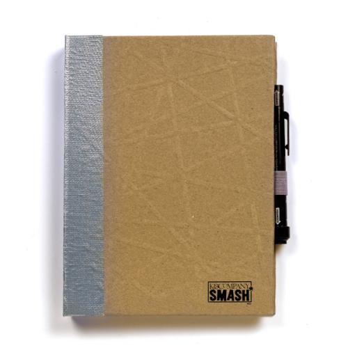 Папка K&Company Smash: Кутюр, 26 х 20 смKCO-30-671713Папка Smash используется для создания памятных альбомов и записных книжек. Включает 37 тематически оформленных листов, 1 кармашек на последнем форзаце и ручку-клей Smash черного цвета (без кислоты, архивного качества).