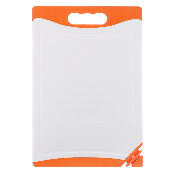 Доска разделочная Kaiserhoff, с точилкой для ножей, цвет: оранжевый, 35 х 24,5 х 1 см4310KH оранжевыйРазделочная доска Kaiserhoff выполнена из пластика белого цвета с прорезиненными вставками. Особенности разделочной доски Kaiserhoff: - удобная ручка, - не скользит по поверхности стола благодаря прорезиненным вставкам, - можно использовать обе стороны доски, - одна из сторон имеет по краям желобки для сбора лишней жидкости, - антибактериальная поверхность, - угол доски оснащен встроенной точилкой для ножей, - не впитывает запах продуктов, - ножи не затупляются при использовании. Антибактериальная защита доски действует на протяжении всего срока службы изделия.