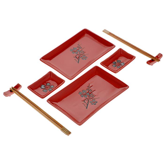Набор для суши Цветок на красном, 8 предметов510-103Набор для суши Цветок на красном идеально подойдет для грамотной и красивой сервировки стола на две персоны. В набор входят два комплекта деревянных палочек, две подставки для палочек, 2 тарелки для роллов, 2 тарелки для соуса. Все это уложено в картонный ящичек с прозрачной крышкой из пластика. Набор для суши - это прекрасный подарок для ваших друзей или родственников, который подарит новые ощущения во время трапезы, а также придаст вашему интерьеру восточный колорит. Характеристики: Материал: фарфор, дерево. Длина палочки: 22,5 см. Размер подставки: 5 см х 1 см. Размер тарелки для роллов: 12,5 см х 19,5 см. Размер тарелки для соуса: 9 см х 6 см. Страна: Китай.