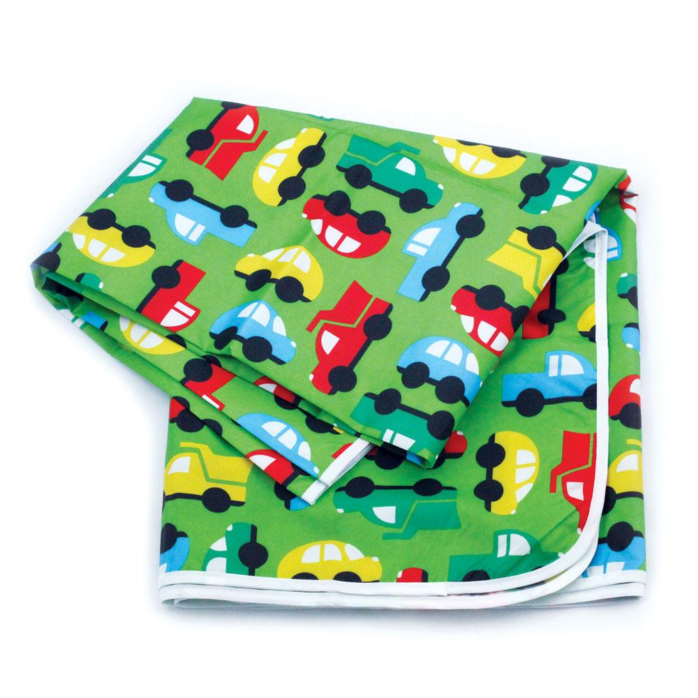 Защитное покрывало-коврик Bumkins Splat Mat. Машинки, водонепроницаемое, цвет: зеленый, 106 см х 106 смSM_зеленый МашинкиПокрывало-коврик Bumkins Splat Mat - защитное водонепроницаемое покрывало, которое идеально подходит для использования во время кормления или детского творчества. Покрывальце многофункционально: его можно использовать и как скатерть, и как коврик, и как непромокаемую пеленку. Большой размер и незначительный вес покрывала делают его очень удобным для путешествий и отдыха на открытом воздухе. Оформлено покрывало-коврик яркими рисунками. Рекомендуется для детей от 0 месяцев.