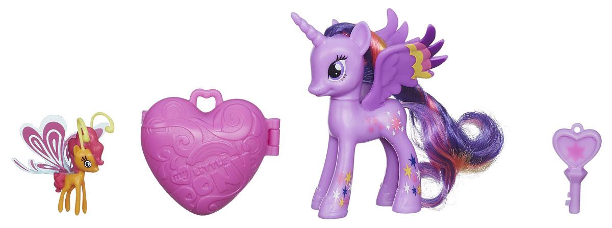 My Little Pony Пони с сердечком Твайлайт Спаркл и Сансет БризB3598EU4_ТвайлайтНабор My Little Pony Пони с сердечком. Твайлайт Спаркл и Сансет Бриз понравится вашей маленькой принцессе. В наборе сердечко, которое открывается волшебным ключиком - совсем как в мультфильме Дружба - это чудо! У пони Твайлайт Спаркл неоновая грива и радужные элементы дизайна! А так же маленький волшебный друг Сансет Бриз из расы Бризи. Порадуйте свою малышку таким великолепным подарком!