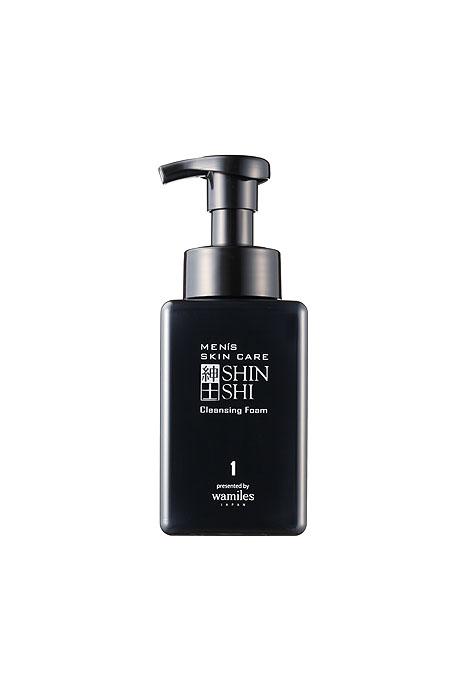 Shinshi Пенка для умывания Mens Skin Care, очищающая, мужская, 400 мл30206Уникальная по своему составу мужская пенка Shinshi Mens Skin Care разработана специально для мужской кожи, отлично подходит как для ежедневного умывания, так и для бритья. Входящие в состав средства аминокислоты, ферментированный экстракт японской сливы, конденсированная глубоководная морская вода (CSW) и другие ингредиенты деликатно очищают кожу, защищая от раздражения, питая и увлажняя на длительное время. Идеально подготавливает кожу к последующим косметическим процедурам. Товар года по итогам Первой экспертной премии в области красоты Allure Best Of Beauty. Способ применения : взять необходимое количество (5-6 нажатий на дозатор) на ладонь, распределить по лицу, как бы заворачивая его в эту пену. Нежно и аккуратно помассируйте, можете начинать бритье. Тщательно ополосните теплой водой. После рекомендуется нанести мужской увлажняющий лосьон для лица Shinshi Mens Skin Care.