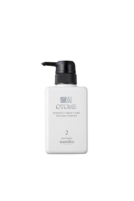 Otome Кондиционер для волос Perfect Skin Care, увлажняющий, 400 г30312Входящие в состав ферментированный экстракт сока сливы, конденсированная глубоководная морская вода (CSW) и другие уникальные ингредиенты превосходно восстанавливают структуру волос, корни и их кутикулу, увлажняя на длительное время, защищают волосы от воздействия окружающей среды. Питает клетки кожи головы, препятствуя появлению перхоти и раздражений. Волосы становятся здоровыми, шелковистыми и объемными. Рекомендуется использовать в сочетании с увлажняющим шампунем Otome Perfect Skin Care. Способ применения : после мытья головы, нанесите на ладони кондиционер, равномерно распределите по всей длине волос. Оставьте на 2-3 минуты и тщательно промойте водой.
