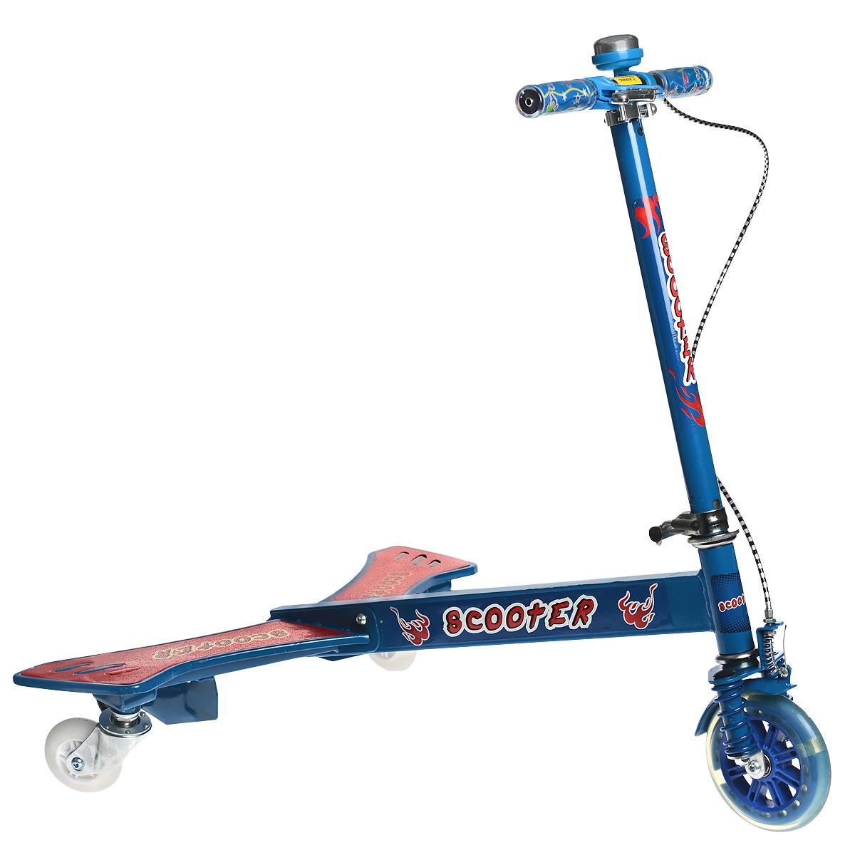 Самокат тридер, цвет: синий. BY859345BY859345_blueКрылатый трехколесный самокат станет прекрасным подарком для любителя скорости и активного отдыха. Он представляет собой необычный тип самоката, но катание на нем будет интересно как детям, так и взрослым. Конструкция состоит их двух частей - передняя рулевая стойка с одним колесом и задняя платформа для ног. Во время катания не нужно отталкиваться ногой от земли, обеими ногами вы стоите на платформе, а приводите самокат в движение торсионными колебаниями нижней части своего корпуса. Два маленьких дополнительных колеса на платформе придают особую устойчивость на начальном этапе обучения катанию. Основные задние колеса разворачиваются на 360 градусов, что обеспечивает хорошую маневренность. Мягкие резиновые колеса обеспечивают движение без тряски, рукоятка самоката регулируется по высоте, ручки покрыты мягким прорезиненным материалом, что позволяет избежать мозолей на ладонях. Платформа самоката дополнена специальным покрытием, благодаря которому нога не будет соскальзывать с нее....
