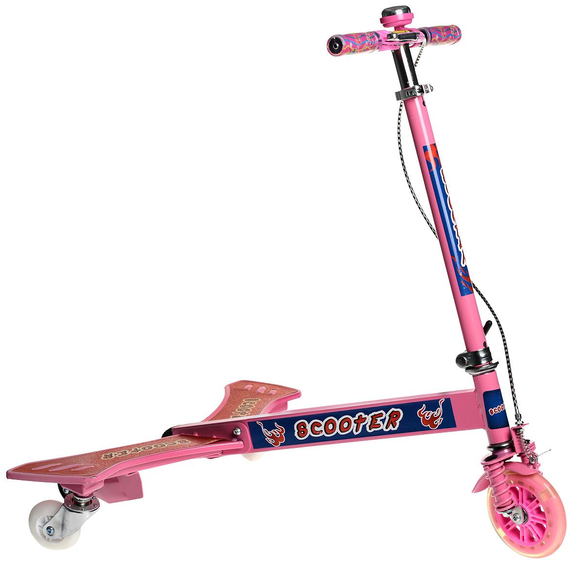 WSBD World Самокат тридер, цвет: розовый. BY859345BY859345_pinkКрылатый трехколесный самокат станет прекрасным подарком для любителя скорости и активного отдыха. Он представляет собой необычный тип самоката, но катание на нем будет интересно как детям, так и взрослым. Конструкция состоит их двух частей - передняя рулевая стойка с одним колесом и задняя платформа для ног. Во время катания не нужно отталкиваться ногой от земли, обеими ногами вы стоите на платформе, а приводите самокат в движение торсионными колебаниями нижней части своего корпуса. Два маленьких дополнительных колеса на платформе придают особую устойчивость на начальном этапе обучения катанию. Основные задние колеса разворачиваются на 360 градусов, что обеспечивает хорошую маневренность. Мягкие резиновые колеса обеспечивают движение без тряски, рукоятка самоката регулируется по высоте, ручки покрыты мягким прорезиненным материалом, что позволяет избежать мозолей на ладонях. Платформа самоката дополнена специальным покрытием, благодаря которому нога не будет соскальзывать с нее....