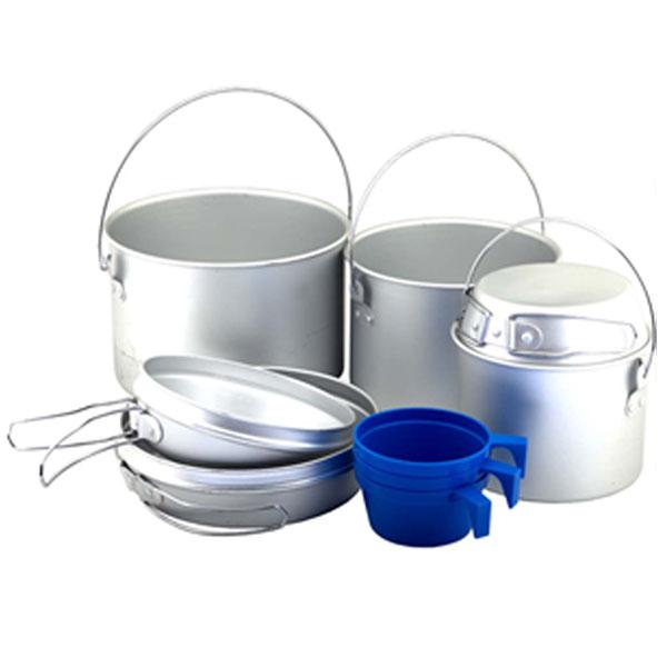 Набор походной посуды Nova Tour A096, 9 предметов95032-000-00Простой и легкий набор Nova Tour, выполненный из алюминия, состоит из 3 котелков, 3 сковородок, которые могут использоваться как крышки котелков и 3 пластиковых чашек. В котелках можно готовить пищу как на горелке, так и на костре. Все предметы, при транспортировке, убираются друг в друга. Объемы котелков: 2,8 л; 1,9 л; 0,9л. Объемы чашек: 220 мл.