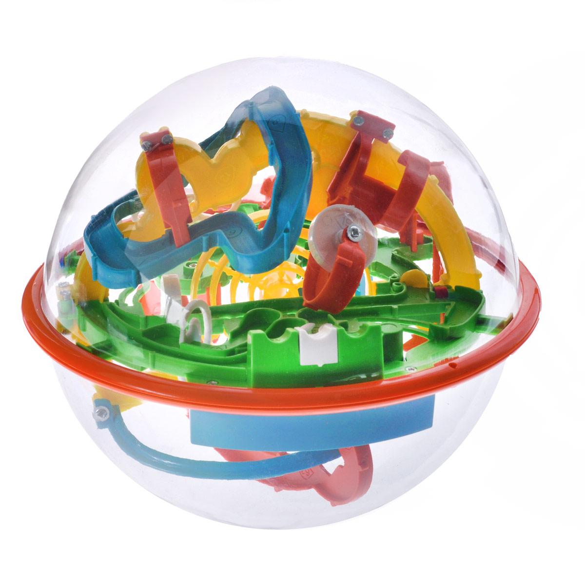 3D-головоломка Maze Ball, 118 барьеров, 16 смHF-927A3D-головоломка Maze Ball на 118 барьеров выполнена в ярких цветах в виде мяча-головоломки, который заинтересует внимание не только ребенка, но и взрослого. Задача заключается в том, чтобы поворачивая сферу, заставить шарик внутри нее двигаться вперед по желобам в порядке нумерации. Нужно добраться до финиша за максимально короткое время. 3D-головоломка Maze Ball помогает развить навыки работы с объектами, логическое мышление, чувство равновесия и восприятие пространства. Спокойствие - главный залог выигрыша. Не теряйте терпения, иначе никогда не добьетесь результата. Используйте ваше пространственное воображение на 100% и внимательно изучайте характеристики каждого барьера. Изменяйте положение интеллектуального шара, чтобы внутренний шарик всегда оставался на горизонтальной поверхности. Так вы шаг за шагом будете продвигаться к победе.