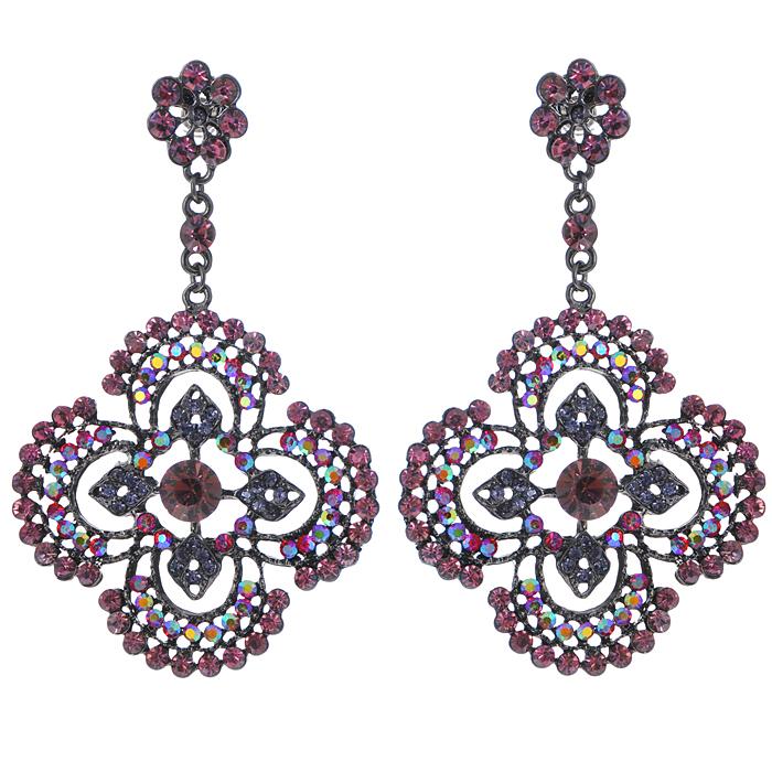Серьги Fashion Jewelry, цвет: черный, фиолетовый. ER009ER009Оригинальные серьги Fashion Jewelry, выполненные из металла с подвеской в виде цветочка, украшены цветными стразами. Такие серьги помогут создать вам свой неповторимый стиль. Серьги-подвески застегиваются на пластиковую застежку-гвоздик. Серьги Fashion Jewelry позволят вам с легкостью воплотить самую смелую фантазию и создать собственный, неповторимый образ.