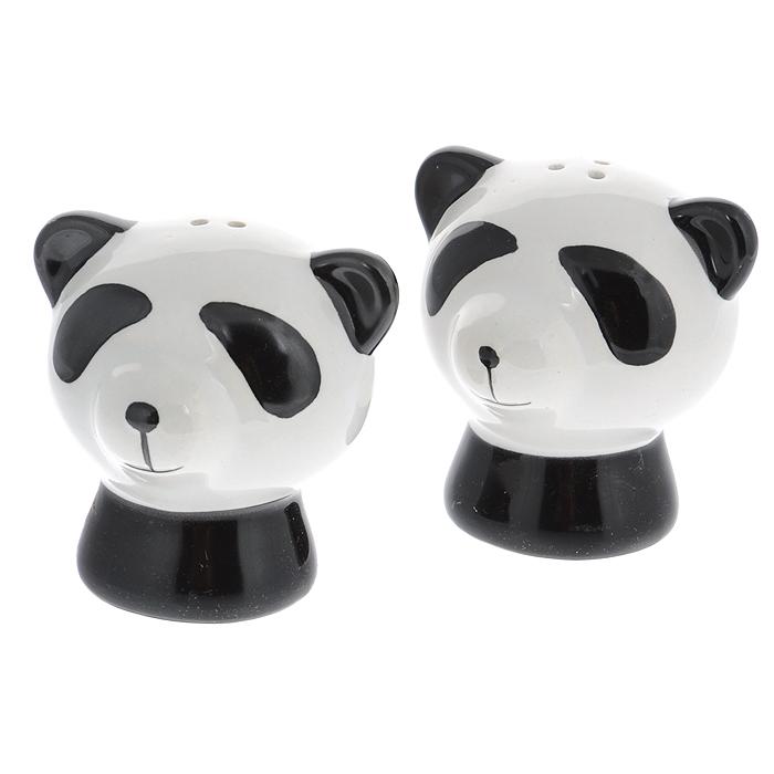 Набор для специй Идея Панда, 2 предмета, цвет: черный, белыйPND-01Набор для специй Идея Панда, состоящий из солонки и перечницы, выполнен из керамики в виде милых панд. Благодаря своим небольшим размерам набор не займет много места на вашей кухне. Емкости легки в использовании: стоит только перевернуть их, и вы с легкостью сможете добавить соль и перец по вкусу в любое блюдо. Дизайн, эстетичность и функциональность набора Идея Панда позволят ему стать достойным дополнением к кухонному инвентарю. Не рекомендуется мыть в посудомоечной машине.