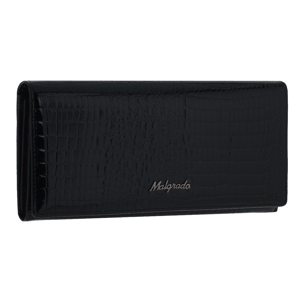 Кошелек женский Malgrado, цвет: черный. 72058-4672058-46Женский кошелек Malgrado изготовлен из натуральной кожи с декоративным тиснением под крокодила. Купюры вмещаются в полную длину. Закрывается кошелек при помощи клапана на кнопку. Внутри расположено три отделения для купюр, два потайных отделений для бумаг, семь кармашков для пластиковых карт и визиток, один кармашек на молнии, два отделения для мелочи, который закрывается на рамочный замок, а также прозрачное окошко для фотографии. С задней стороны также имеется открытое отделение для мелочи или бумаг. Такой кошелек стильно дополнит ваш образ и станет незаменимым аксессуаром. Кошелек упакован в подарочную металлическую коробку синего цвета.