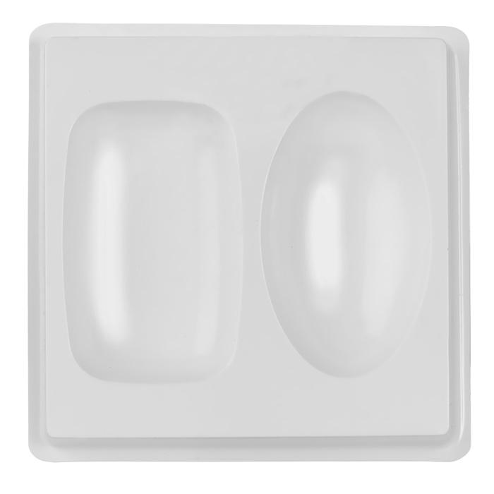 Форма пластиковая профессиональная Базовый, 13 х 13 х 2 см2700770021202Пластиковая форма для мыла позволяет изготовить оригинальное и красивое мыло ручной работы. Лист включает в себя несколько небольших форм, которые удобно расположены на подножке, поэтому лист очень удобно стоит на столе и с ним очень просто работать. Пластиковые формы выдерживают температуру не более 70°С. Из них мыло вынуть не так сложно, как кажется на первый взгляд! Просто дайте мылу до конца высохнуть и аккуратно прижмите форму по бокам, а потом надавите сверху формы, чтобы воздух прошел в нее! Если у Вас не получается все же вынуть свое мыльце, то положите формочку с мылом в морозилку минут на 5, а потом подставьте формочку под горячую воду - мыло сразу выскочит! Форму можно использовать при проведении мастер-классов, при работе с детьми (т.к. мыло быстро застывает и ребенок очень быстро увидит готовый результат), при изготовлении массажных плиток, шоколадных конфет, плавающих свечей.