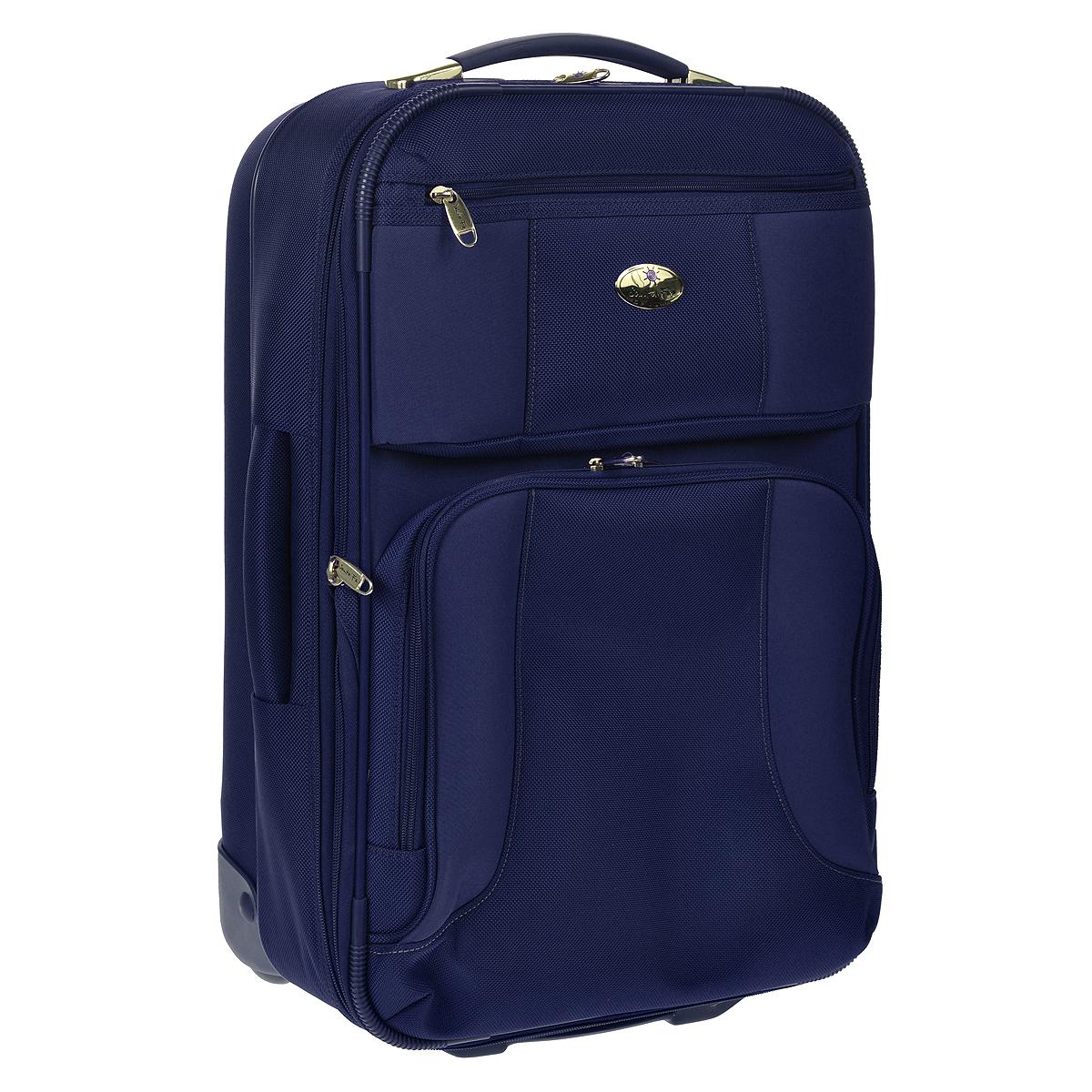 Чемодан-тележка Santa Fe De Luxe, 30 л, L04512/21, синийL04512/21 синийЧемодан-тележка Santa Fe, изготовленный из плотного полиэстера, идеально подходит для поездок и путешествий. Застегивается чемодан за молнию, бегунки которой могут быть соединены навесным замком, входящим в комплект. Внутри чемодан состоит из одного главного отделения с эластичными перекрещивающимися багажными ремнями, соединяющимися при помощи пластикового карабина, сбоку отделения имеется карман с эластичным верхним краем. Для большего удобства в комплект к чемодану прилагается пристегивающаяся пластиковая косметичка с двумя отделениями на застежке молнии и складывающаяся вешалка. С внутренней стороны на крышке, предусмотрен большой сетчатый карман на застежке-молнии. С внешней стороны на крышке имеется круговая молния, позволяющая увеличить объем чемодана на 20%. Также с лицевой стороны расположено одно вместительное отделение с сетчатым кармашком внутри и небольшой кармашек с внутренним органайзером: карман для мобильного телефона, 3 отсека для ручек, 3 отделения для...