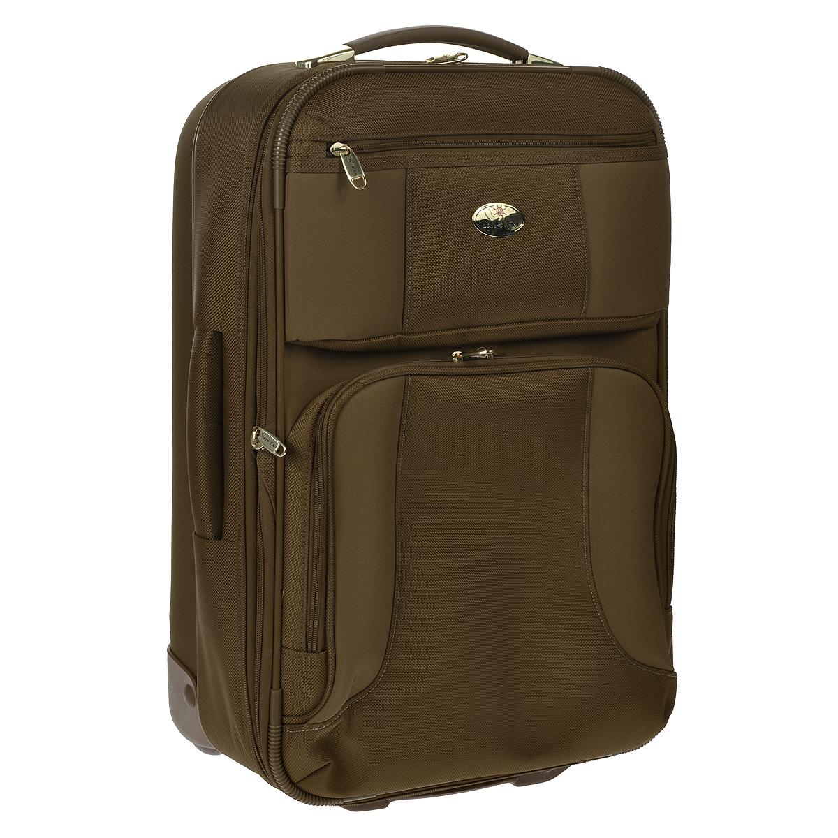 Чемодан-тележка Santa Fe De Luxe, 30 л, L04512/21, коричневыйL04512/21 коричневыйЧемодан-тележка Santa Fe, изготовленный из плотного полиэстера, идеально подходит для поездок и путешествий. Застегивается чемодан за молнию, бегунки которой могут быть соединены навесным замком, входящим в комплект. Внутри чемодан состоит из одного главного отделения с эластичными перекрещивающимися багажными ремнями, соединяющимися при помощи пластикового карабина, сбоку отделения имеется карман с эластичным верхним краем. Для большего удобства в комплект к чемодану прилагается пристегивающаяся пластиковая косметичка с двумя отделениями на застежке молнии и складывающаяся вешалка. С внутренней стороны на крышке, предусмотрен большой сетчатый карман на застежке-молнии. С внешней стороны на крышке имеется круговая молния, позволяющая увеличить объем чемодана на 20%. Также с лицевой стороны расположено одно вместительное отделение с сетчатым кармашком внутри и небольшой кармашек с внутренним органайзером: карман для мобильного телефона, 3 отсека для ручек, 3 отделения для...