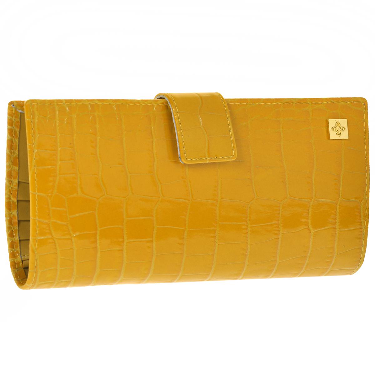 Портмоне женское Dimanche Optima, цвет: янтарь. 147147Женское портмоне Dimanche Optima, выполненное из натуральной кожи, оформлено декоративным тиснением под рептилию. Модель закрывается при помощи хлястика на кнопку. Внутри три отделения для купюр, карман для мелочи на застежке-молнии, одиннадцать карманов для визиток, два длинных кармана и два кармашка для sim-карт. Модель эффектно смотрится в руке. Кожа роскошная, отделка аккуратная, портмоне с удовольствием берешь в руки и также с удовольствием им пользуешься. Стильное и удобное портмоне станет ярким практичным аксессуаром, который выгодно дополнит ваш образ. Портмоне упаковано в фирменную коробку.