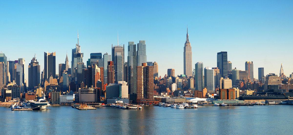 Картина на стекле Postermarket Манхеттен, 23 х 50 смAG 23-03Картина на стекле Postermarket - это новое слово в оформлении интерьера. Изделие выполнено из закаленного стекла, что обеспечивает устойчивость к внешним воздействиям, защиту от влаги и долговечность. Картина оформлена красочным изображением одного из районов Нью-Йорка - Манхеттена. С задней стороны имеются 2 петельки для подвешивания к стене. Стильный, современный дизайн, а также яркие и насыщенные цвета сделают эту картину прекрасным дополнением интерьера комнаты.