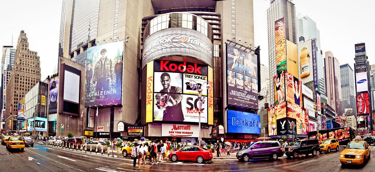 Картина на стекле Postermarket Нью-Йорк, 23 х 50 см AG 23-05AG 23-05Картина на стекле Postermarket - это новое слово в оформлении интерьера. Изделие выполнено из закаленного стекла, что обеспечивает устойчивость к внешним воздействиям, защиту от влаги и долговечность. Картина оформлена красочным изображением самой популярной улицы Нью-Йорка - Пятая Авеню. С задней стороны имеются 2 петельки для подвешивания к стене. Стильный, современный дизайн, а также яркие и насыщенные цвета сделают эту картину прекрасным дополнением интерьера комнаты.