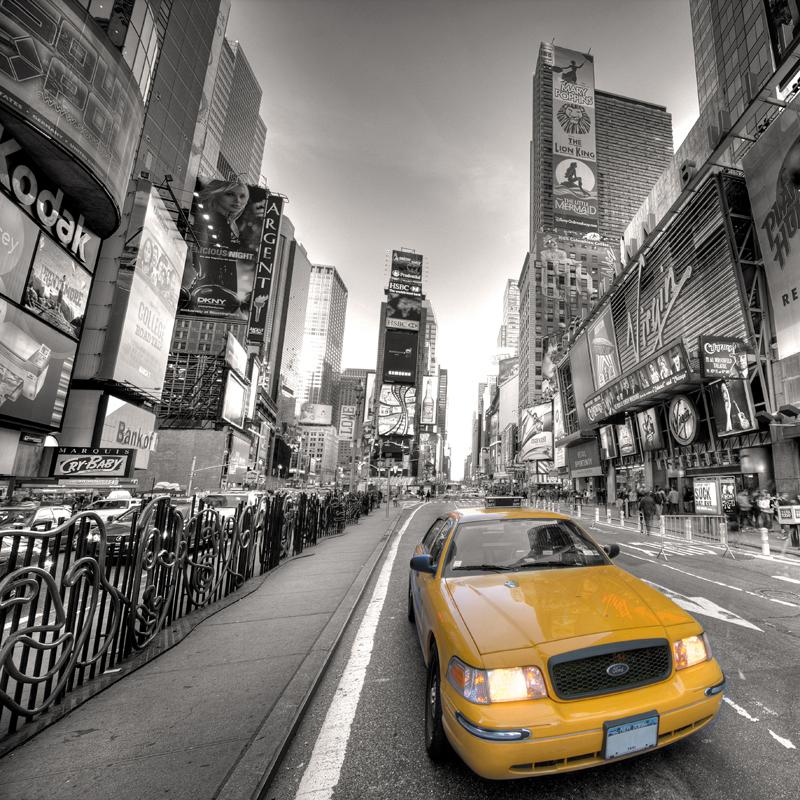 Картина на стекле Postermarket Ночной город, 30 х 30 см AG 30-02AG 30-02Картина на стекле Postermarket - это новое слово в оформлении интерьера. Изделие выполнено из закаленного стекла, что обеспечивает устойчивость к внешним воздействиям, защиту от влаги и долговечность. Картина оформлена изображением желтого такси на фоне черно-белого города. С задней стороны имеется петелька для подвешивания к стене. Стильный, современный дизайн, а также яркие и насыщенные цвета сделают эту картину прекрасным дополнением интерьера комнаты.