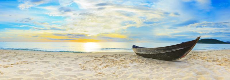 Картина на стекле Postermarket Лодка на пляже, 95 х 33 смAG 33-06Картина на стекле Postermarket - это новое слово в оформлении интерьера. Изделие выполнено из закаленного стекла, что обеспечивает устойчивость к внешним воздействиям, защиту от влаги и долговечность. Картина оформлена романтичным изображением лодки на пляже. С задней стороны имеются 2 петельки для подвешивания к стене. Стильный, современный дизайн, а также яркие и насыщенные цвета сделают эту картину прекрасным дополнением интерьера комнаты.