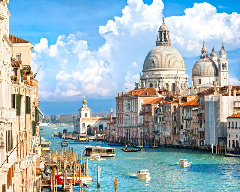 Картина на стекле Postermarket Лето в Венеции, 50 х 40 смAG 40-01Картина на стекле Postermarket - это новое слово в оформлении интерьера. Изделие выполнено из закаленного стекла, что обеспечивает устойчивость к внешним воздействиям, защиту от влаги и долговечность. Картина оформлена изображением каналов Венеции. С задней стороны имеется петелька для подвешивания к стене. Стильный, современный дизайн, а также яркие и насыщенные цвета сделают эту картину прекрасным дополнением интерьера комнаты.