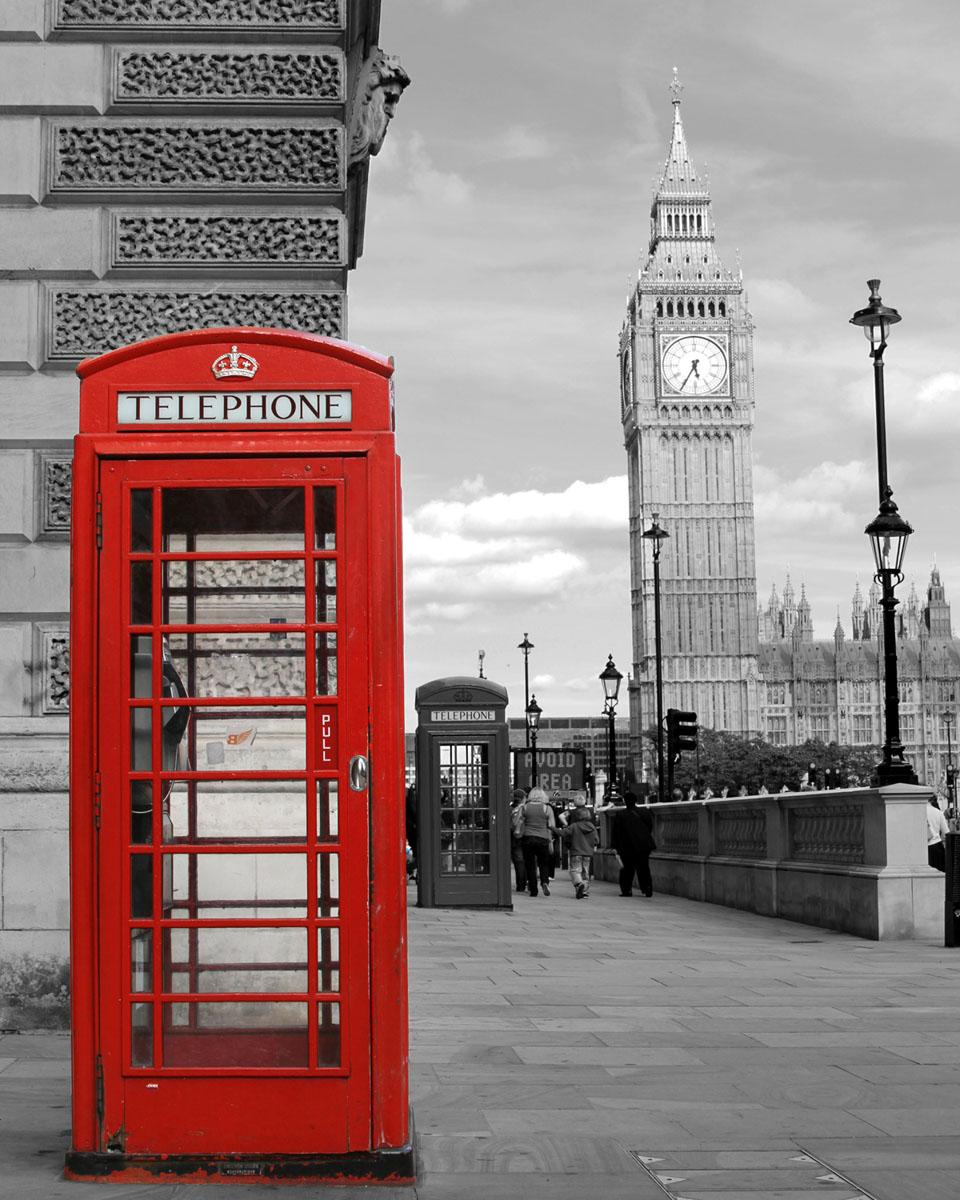 Картина на стекле Postermarket Телефонная будка, 40 х 50 смAG 40-12Картина на стекле Postermarket - это новое слово в оформлении интерьера. Изделие выполнено из закаленного стекла, что обеспечивает устойчивость к внешним воздействиям, защиту от влаги и долговечность. Картина оформлена изображением красной телефонной будки на черно-белом фоне Лондона. С задней стороны имеется петелька для подвешивания к стене. Стильный, современный дизайн, а также яркие и насыщенные цвета сделают эту картину прекрасным дополнением интерьера комнаты.