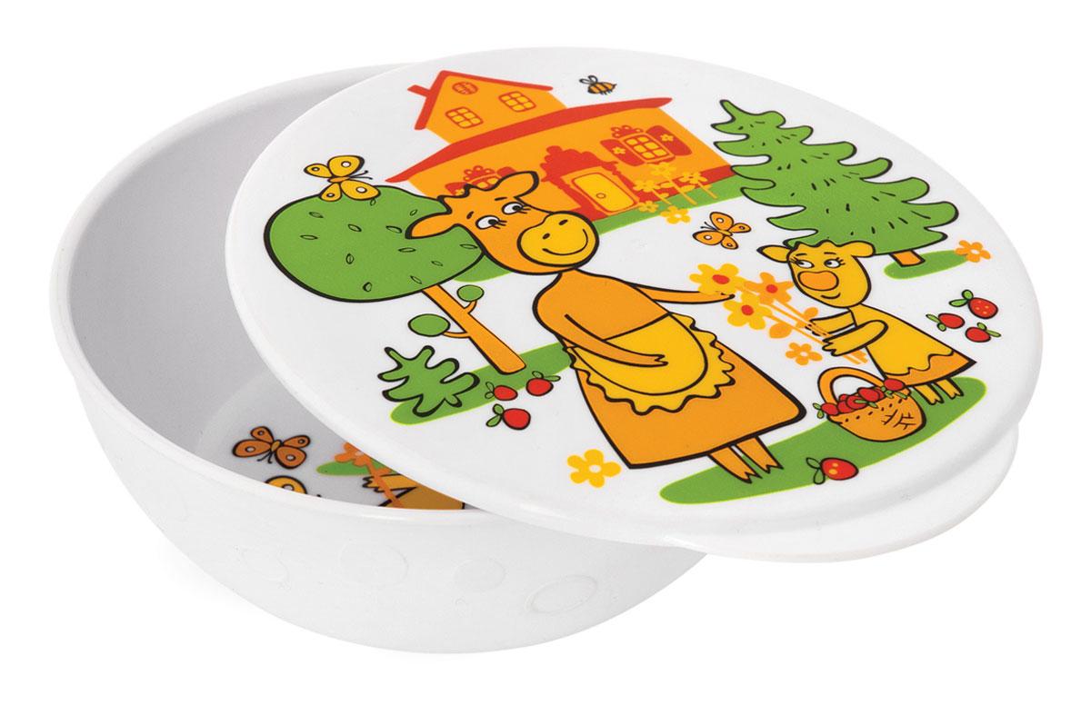 Тарелка глубокая Мир детства Коровкины истории, с крышкой17304Яркая тарелочка Мир детства Коровкины истории идеально подойдет для кормления малыша, и самостоятельного приема им пищи. Тарелочка выполнена из прочного пищевого пластика и оформлена изображением веселых коровок. Она подходит для горячей и холодной пищи. В комплект к тарелке предусмотрена герметичная крышка, которая позволит сохранить остатки еды или будет полезна в дороге. Тарелка подходит для мытья в посудомоечной машине в верхнем отделении. Не подходит для использования в микроволновой печи. Рекомендуемый возраст от 4 месяцев.