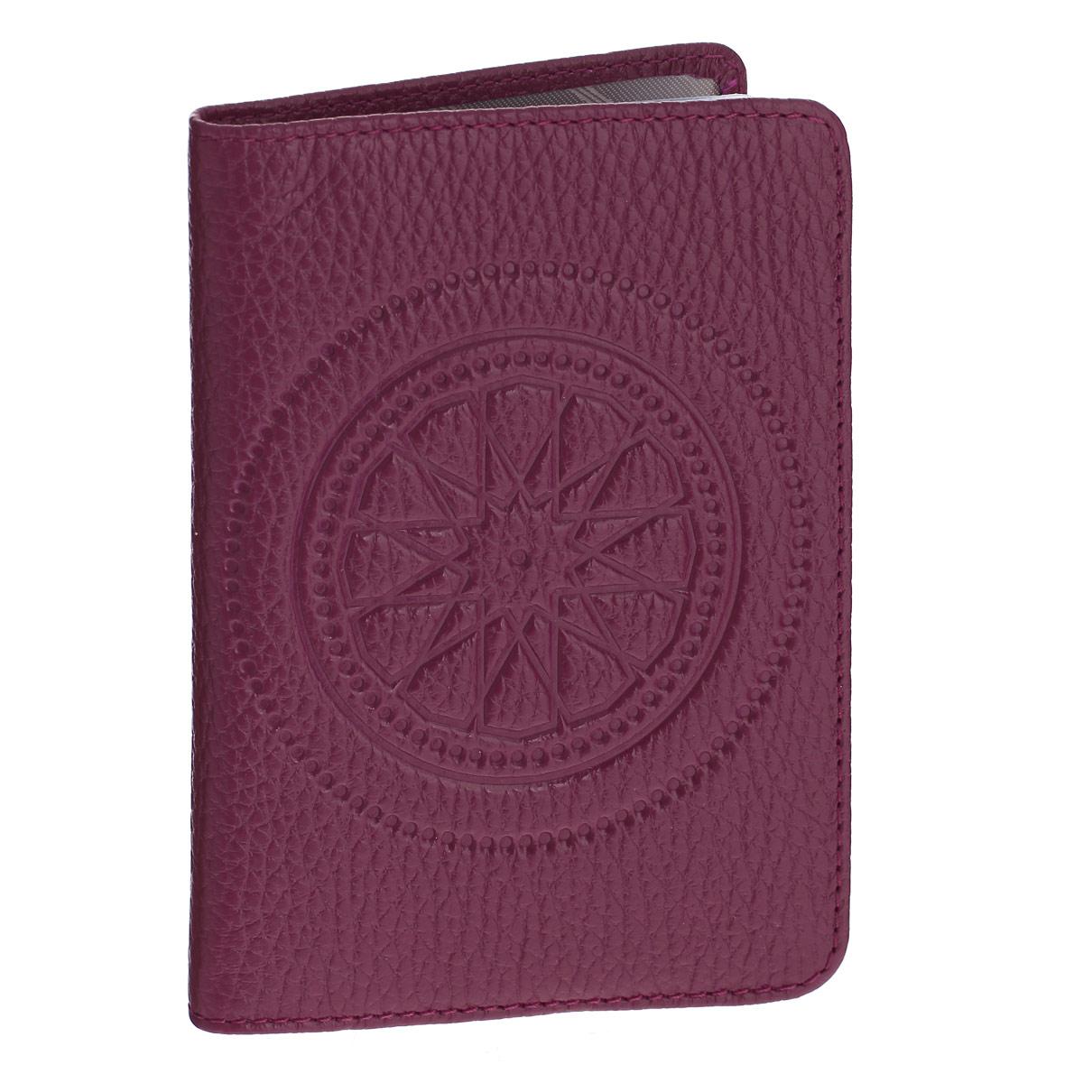 Бумажник водителя Askent Talisman, цвет: малиновый. BV.66.SNBV.66.SN. малиновыйБумажник водителя Askent Talisman выполнен из натуральной кожи с декоративным тиснением в виде талисмана. На внутреннем развороте имеет два кармана: глубокий вертикальный карман из кожи с 4 прорезными карманами для кредитных карт и карман из прозрачного пластика. Внутренний блок для водительских документов из прозрачного пластика (6 карманов). Такой бумажник станет отличным подарком для человека, ценящего качественные и необычные вещи.