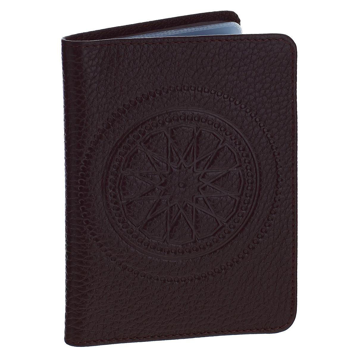 Бумажник водителя Askent Talisman, цвет: шоколадный. BV.66.SNBV.66.SN. шоколадныйБумажник водителя Askent Talisman выполнен из натуральной кожи с декоративным тиснением в виде талисмана. На внутреннем развороте имеет два кармана: глубокий вертикальный карман из кожи с 4 прорезными карманами для кредитных карт и карман из прозрачного пластика. Внутренний блок для водительских документов из прозрачного пластика (6 карманов). Такой бумажник станет отличным подарком для человека, ценящего качественные и необычные вещи.