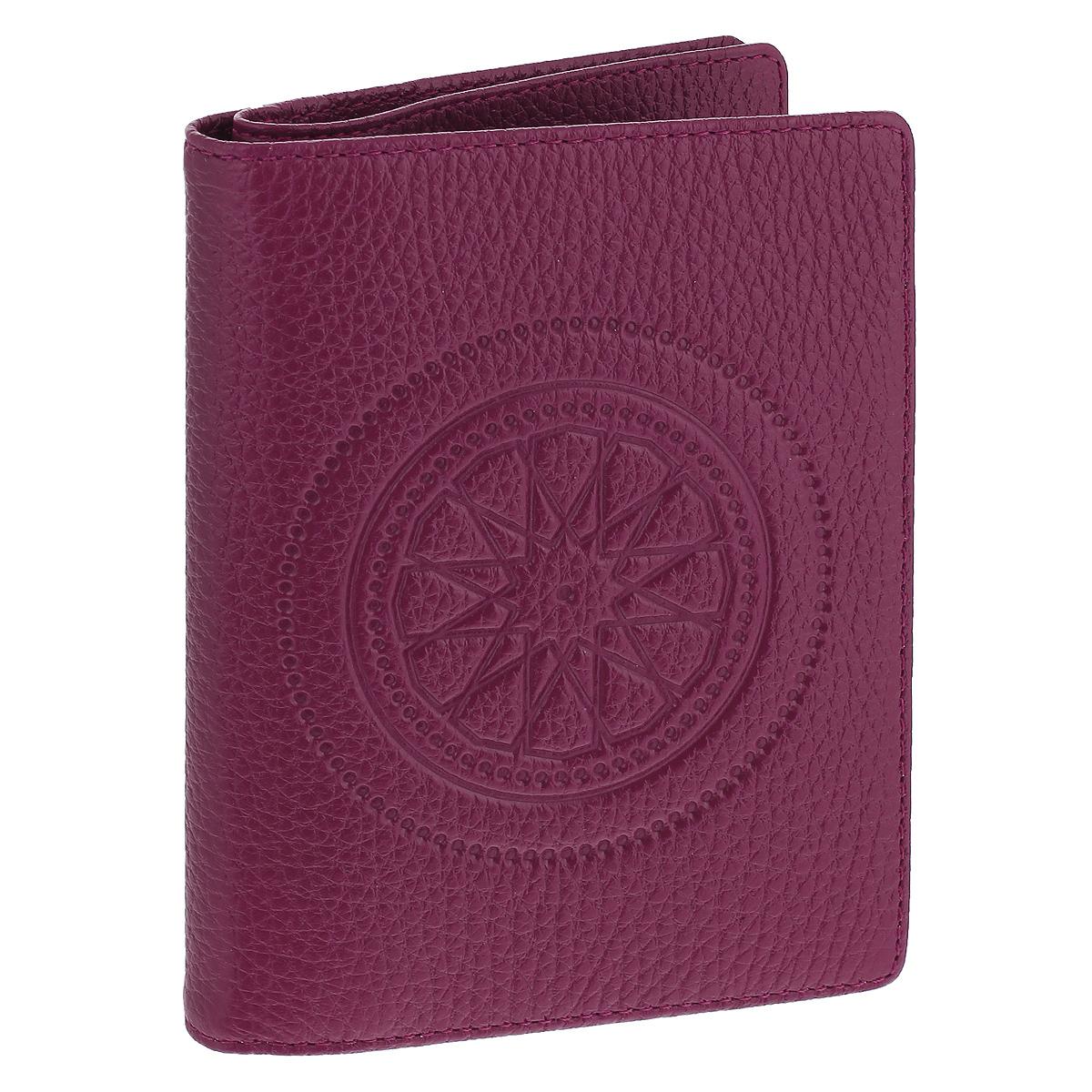 Бумажник водителя Askent Talisman, цвет: малиновый. BV.49.SNBV.49.SN. малиновыйБумажник водителя Askent Talisman выполнен из натуральной кожи с декоративным тиснением в виде талисмана. На внутреннем развороте имеет отделение для паспорта на кнопке, три кармана из кожи, один полукарман из кожи, семь карманов для кредитных карт и внутренний блок из прозрачного пластика (6 карманов). Такой бумажник станет отличным подарком для человека, ценящего качественные и необычные вещи.