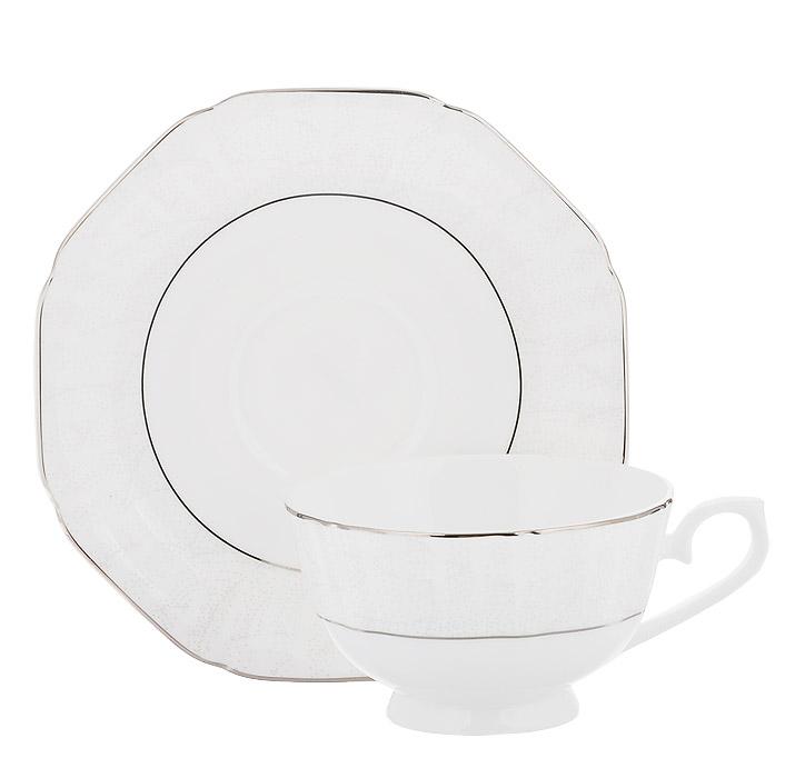Чайная пара Esprado Lirio, 200 млLR10B20E303Чайная пара Esprado Lirio состоит из чашки и блюдца, изготовленных из высококачественного костяного фарфора. Изделия из костяного фарфора - воплощение мечты любителей изящных классических сервировок. Костяной фарфор объединил в себе мастерство и многолетние традиции стран-лидеров в производстве фарфоровой посуды - Великобритании, Японии, Германии, Китая - и считается примером высочайшего качества, прочности и эстетики. Основные составляющие костяного фарфора - костная зола и каолин. От содержания костной золы в составе материала зависит его белизна и прозрачность, которая и делает изделия из костяного фарфора столь востребованными. Костяной фарфор может содержать до 50% костяной золы. Родина костной золы, из которой производится посуда Esprado, - Великобритания, славящаяся сырьем самого высокого качества. В материале, который используется для создания посуды Esprado, его содержание от 48 до 50%. Каолин, белая глина на основе природного минерала,...