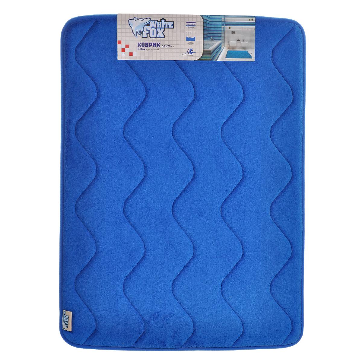 Коврик для ванной White Fox Relax. Волна, цвет: синий, 50 х 70 смWBBM20-136Коврик для ванной White Fox Relax. Волна подарит настоящий комфорт до и после принятия водных процедур. Коврик состоит из трех слоев: - верхний флисовый слой прекрасно дышит, благодаря чему коврик быстро высыхает; - основной слой выполнен из специального вспененного материала, который точно повторяет рельеф стопы, создает комфорт и полностью восстанавливает первоначальную форму; - нижний резиновый слой препятствует скольжению коврика на влажном полу. Коврик White Fox Relax. Волна равномерно распределяет нагрузку на всю поверхность стопы, снимая напряжение и усталость в ногах. Рекомендации по уходу: - ручная стирка; - не отбеливать; - не гладить; - можно подвергать химчистке; - деликатные отжим и сушка.