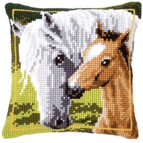 Набор для вышивания подушки крестом Vervaco Белая лошадь и ее жеребенок, 40 см х 40 см929392Красивый и стильный рисунок-вышивка, выполненный на страмине с нанесенным рисунком, станет прекрасной заготовкой для создания стильной декоративной подушки. Вышивание отвлечет вас от повседневных забот и превратится в увлекательное занятие! Работа, сделанная своими руками, создаст особый уют и атмосферу в доме и долгие годы будет радовать вас и ваших близких, а также станет прекрасным подарком. Набор для вышивания содержит все необходимые материалы для вышивки на печатной канве в технике несчетный крест. В состав набора входит: - жесткая канва-страмин с нанесенным рисунком (100% хлопок), - толстая пряжа (100% акрил), - игла, - схема, - подробная инструкция. Обратная сторона подушки и наполнитель в комплект не входят.