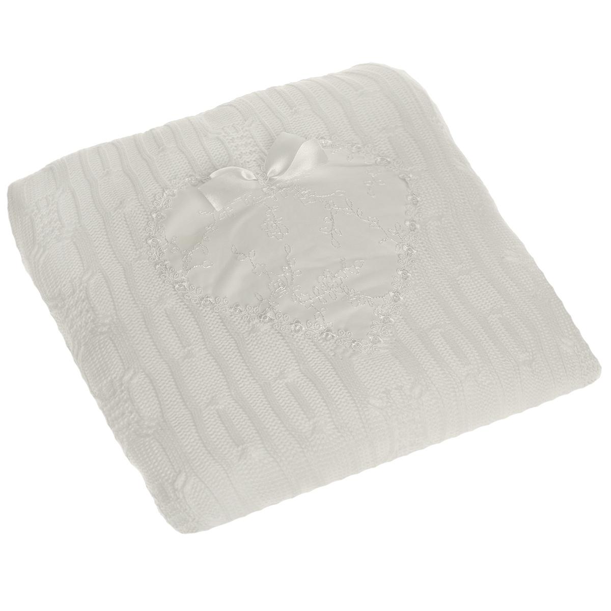 Одеяло-плед Сонный гномик Сердечко, цвет: белый, 90 см х 90 см588Теплое детское одеяло-плед Сонный гномик Сердечко идеально подойдет для прогулок в коляске. Верхняя часть пледа связана из 100% акрила, а нижняя часть - изготовлена из 100% хлопка. В качестве утеплителя используется синтепон (плотностью 100). По краю изделие обработано широкой ажурной тесьмой, а посередине оформлено очаровательным нежным сердечком, украшенным ажурной вышивкой и атласным бантом. Благодаря размерам и практичному материалу плед очень удобен в использовании. Детский плед Сонный гномик Сердечко - лучший выбор родителей, которые хотят подарить ребенку ощущение комфорта и надежности уже с первых дней жизни.