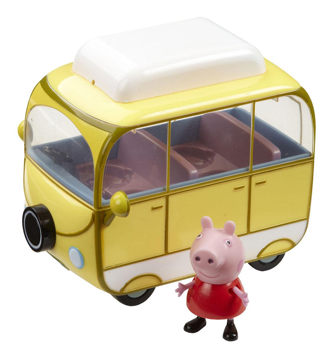 Игровой набор Peppa Pig Веселый кемпинг15561Мультфильм «Свинка Пеппа» настолько обожаем малышами, что они ждут каждую его серию с огромным нетерпением. А с игровым набором «Веселый кемпинг» можно, не дожидаясь новых приключений героев, создавать их самим! Пеппа приезжает за город на пикник, вытаскивает сидения из машинки и, поджарив шашлык на мангале, уютно располагается на природе за столиком. Пепа - это веселая свинка, которая любит играть со своим братиком и друзьями, обожает прыгать по лужам и наряжаться. Игровой набор Peppa Pig Веселый кемпинг содержит автомобиль-фургон со съемной крышей и четырьмя сидениями, столик для пикника и фигурку свинки Пеппы с подвижными ручками ножками. Во время такой сюжетно-ролевой игры у ребенка отрабатываются навыки общения, вырабатываются семейные и общечеловеческие ценности, развиваются кругозор, словарный запас и воображение. И все это сопровождается бурным восторгом от увлекательной игры с любимыми персонажами, которые могут сидеть, стоять, двигать ручками и ножками! ...