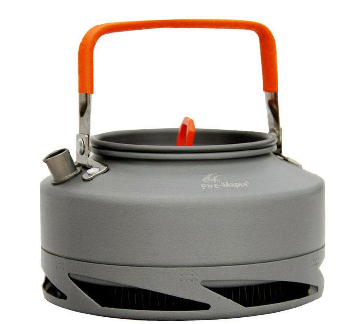 Чайник походный Fire-Maple Feast XT1, с теплообменной системой, 0,8 лFMC-XT1Походный чайник Fire-Maple Feast XT1 с теплообменной системой, изготовленный из анодированного алюминия - это незаменимая вещь в походе, особенно когда хочется быстро приготовить горячий чай или кофе на нескольких человек. Встроенная теплообменная система комбинирована с ветрозащитным экраном, тем самым энергоэффективность увеличивается на 30%, а время закипания воды сокращается на 30%. Контролируемая температура внутри теплообменной системы, очень быстро нагревает воду, и вы можете наслаждаться горячим чаем в любое время и в любом месте. Ручка чайника и ручка крышки имеет термоизолирующие элементы для сохранения вашей безопасности от ожогов. Все соединения чайника и теплообменной системы приварены по технологии фланцевого соединения.