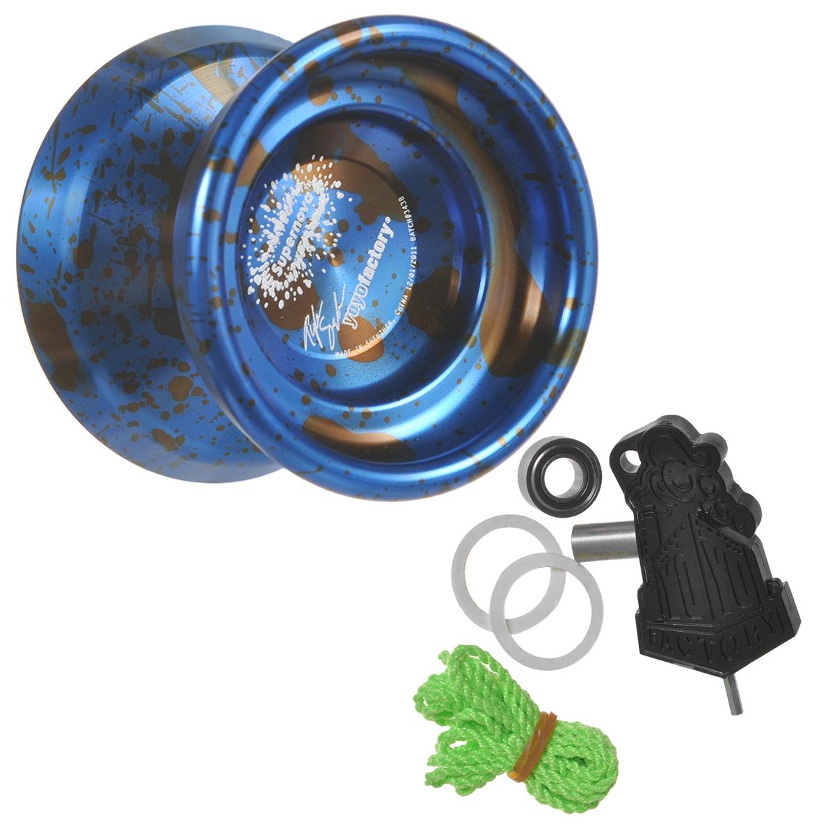 Йо-йо YoYoFactory Supernova, цвет: синий, черныйsupernova/blueНа данный момент йо-йо YoYoFactory Supernova - лидер среди профессиональных металлических йо-йо для соревнований и активных тренировок. Supernova отличается от стандартных моделей, главным образом, слегка облегченным весом, что увеличило ее скорость в сложных комбо, и покрытием Acid Wash. Привычная форма более стабильна, широкий гэп и удобная кэтч зона, удобные тормоза Central Bearing Company, возможность делать долгий слип, плавный ход всего пути, отличное покрытие и оформление - подарят невероятное наслаждение всем ценителям игры в йо-йо! Йо-йо - это игрушка, состоящая из двух симметричных половинок соединенных осью, к которой прикреплена веревка. Современный йо-йо значительно отличается от тех, к которым многие привыкли. Сейчас йо-йо - это такая же часть молодежной культуры, как скейт, ВМХ или сноуборд. Йо-йо популярно во многих странах мира, таких как Россия, США и Япония. Ежегодно во всем мире проходят различные чемпионаты по игре с йо-йо, в том числе и...