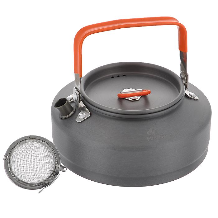 Чайник походный Fire-Maple Feast T3, 0,8 л. FMC-T3FMC-T3Яркий походный чайник Fire-Maple Feast T3 интересного дизайна изготовлен из анодированного алюминия. Ручки чайника и крышки имеют термоизолирующие элементы для предотвращения ожогов. Крышка чайника имеет пароотводящие отверстия. Носик чайника оснащен направляющей выемкой для точного наливания кипятка. Компактный, прочный, легко моется.
