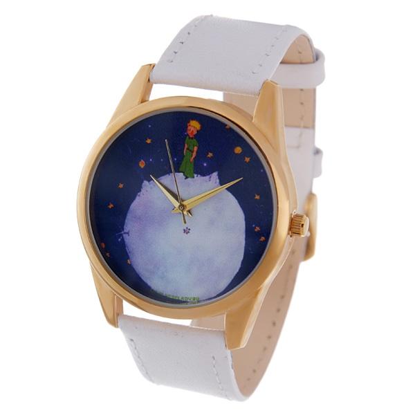 Часы Mitya Veselkov Принц и звездное небо. Shine-28Shine-28Наручные часы Mitya Veselkov Принц и звездное небо созданы для современных людей, которые стремятся выделиться из толпы и подчеркнуть свою индивидуальность. Часы оснащены японским кварцевым механизмом. Ремешок выполнен из натуральной кожи белого цвета, корпус изготовлен из стали серебристого цвета. Циферблат оформлен оригинальным изображением. Часы размещаются на специальной подушечке и упакованы в фирменный стакан Mitya Veselkov.