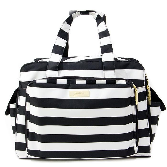 Дорожная сумка для мамы Ju-Ju-Be Be Prepared Legasy. The First Lady, цвет: черный, белый13MB01L-0523Дорожная сумка для мамы Ju-Ju-Be Be Prepared Legacy - оптимальный вариант для мам, которые совмещают практичность, красоту, стиль и комфорт. Она может быть использована как обычная сумка к коляске для двойни или как дорожная сумка для мамы. Основные характеристики сумки для мамы Ju-Ju-Be Be Prepared: Она выполнена из мягкого прочного материала с тефлоновым покрытием; Сумка имеет одно вместительное отделение и закрывается на застежку-молнию с двумя бегунками. Удлиненные молнии по бокам позволяют быстро и легко открыть сумку до самого основания. Внутри отделения находятся широкий карман без застежки и шесть карманов сеточкой для подгузников, влажных салфеток, кремов, лосьонов, бутылочек и прочих вещей; На лицевой стороне расположен вместительный накладной карман, закрывающийся на застежку- молнию, внутри которого находятся два прозрачных пластиковых кармашка - любимые фотографии будут всегда с вами, два кармашка сеточкой, карман для очков,...
