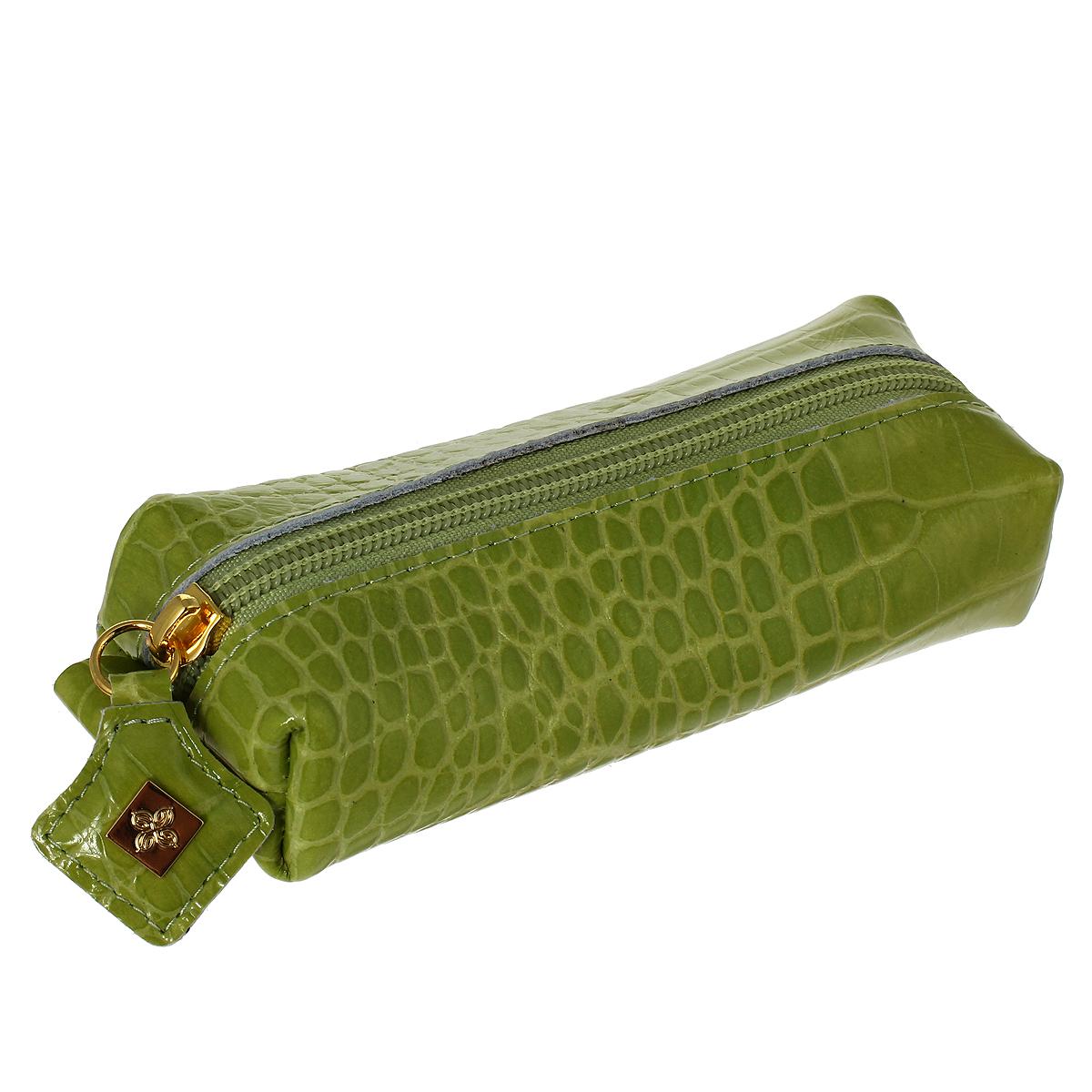 Ключница Dimanche Лайм, цвет: зеленый. 399399Ключница Dimanche Лайм изготовлена из натуральной лакированной кожи зеленого цвета с декоративным тиснением под рептилию. Закрывается на застежку-молнию. Внутри содержится металлическое кольцо для ключей. Без подкладки. Фурнитура - серебристого цвета. Яркая ключница не только поможет хранить все ключи в одном месте, но и станет стильным аксессуаром, который идеально дополнит ваш образ.