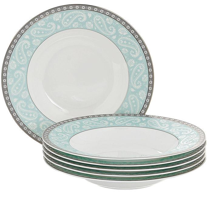 Набор суповых тарелок Esprado Arista Blue, диаметр 23 см, 6 штAB30B23E301Набор Esprado Arista Blue состоит из шести суповых тарелок, выполненных из костяного фарфора. Основная составляющая костяного фарфора - костная зола и каолин. От содержания костной золы зависит белизна и прозрачность фарфора, который может содержать до 50% костяной золы. Родина костной золы, из которой производится посуда Esprado, - Великобритания, славящаяся сырьем высокого качества. Каолин, белая глина на основе природного минерала, поступает из Новой Зеландии, одного из наиболее экологически чистых регионов мира. Такое сочетание обеспечивает высокое качество материала и безупречный оттенок слоновой кости. В костяном фарфоре отсутствуют примеси кадмия и свинца, а потому он абсолютно нетоксичен и безопасен. Экологическая глазурь из Японии, высоко ценящаяся во всем мире, которой покрывается готовое изделие, позволяет добиться идеально ровного цвета и кристального блеска. При декорировании использованы драгоценные металлы, в том числе платина и золото. Изделия серии...