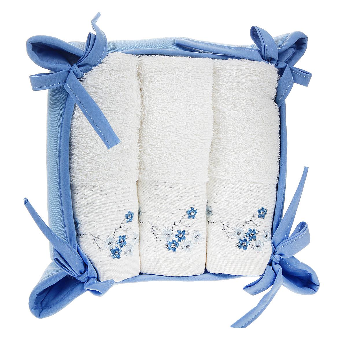 Набор полотенец Coronet в корзинке, 30 см х 50 см, 3 шт. К-МП-4020-08-14К-МП-4020-08-14Набор Coronet состоит из трех махровых полотенец белого цвета, выполненных из натурального хлопка. Высочайшее качество материала гарантирует безопасность не только взрослых, но и самых маленьких членов семьи. Изделия оформлены люрексом и изящной цветочной вышивкой. Полотенца отличаются нежностью и мягкостью материала. Они прекрасно впитывают влагу, быстро сохнут и не теряют своих свойств после многократных стирок. Неординарные мотивы, необычные дизайнерские решения, оригинальная фурнитура сделают этот подарок незабываемым. Полотенца упакованы в текстильную корзинку голубого цвета. Рекомендации по уходу: - стирать при температуре 40°С, - химчистка запрещена, - нельзя отбеливать, - сушить при низкой температуре, - гладить при высокой температуре (до 200°С).