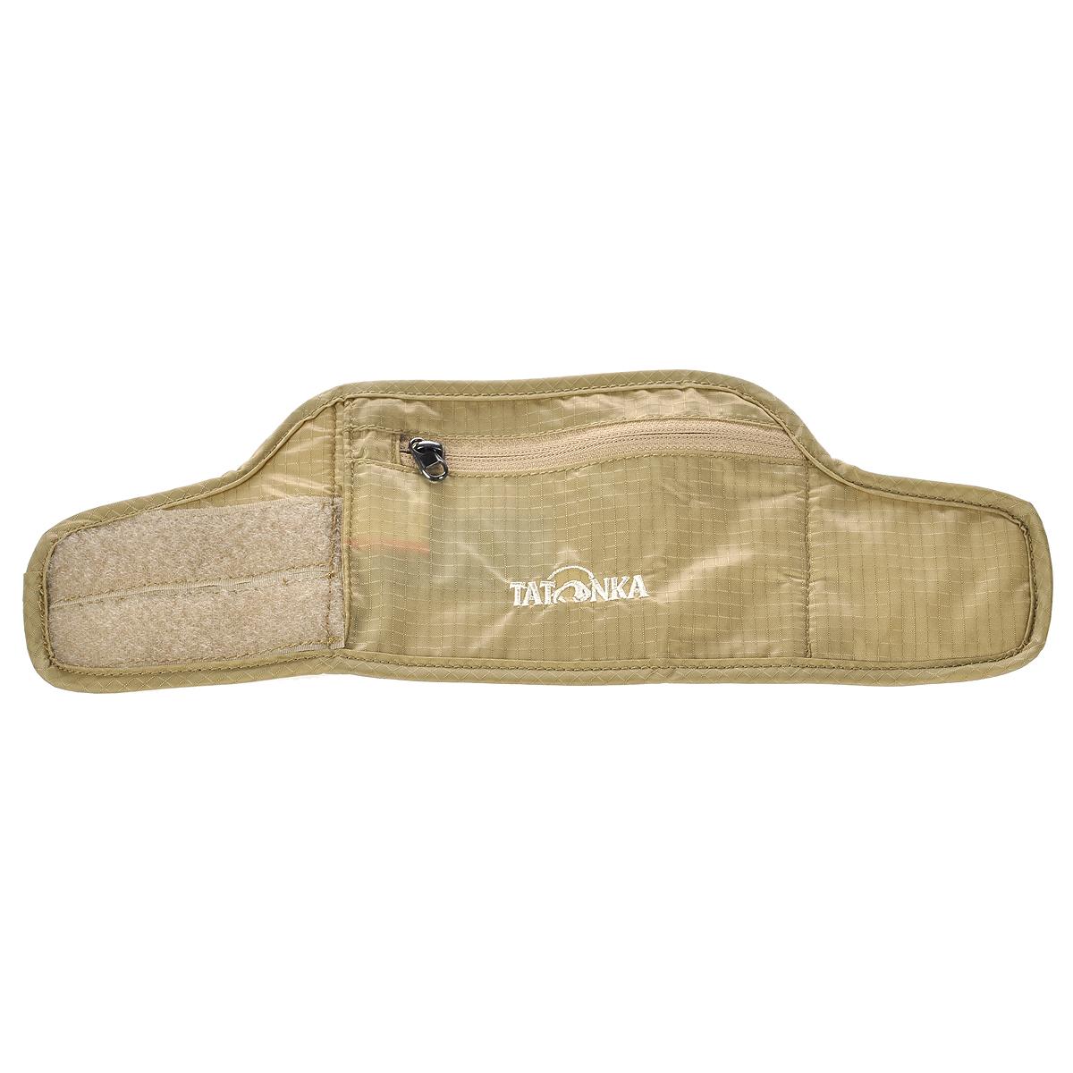 Кошелек на запястье Tatonka Skin Wrist Wallet, потайной, цвет: бежевый2855.225Потайной кошелек на запястье Skin Wrist Wallet легко накладывается на руку посредством липучки и приятен для кожи. Кошелек имеет одно отделение на застежке-молнии. С обратной стороны он дополнен специальной комфортной подкладкой из мягкого материала, которая не раздражает кожу. Материал: 210T Nylon Rip Stop.